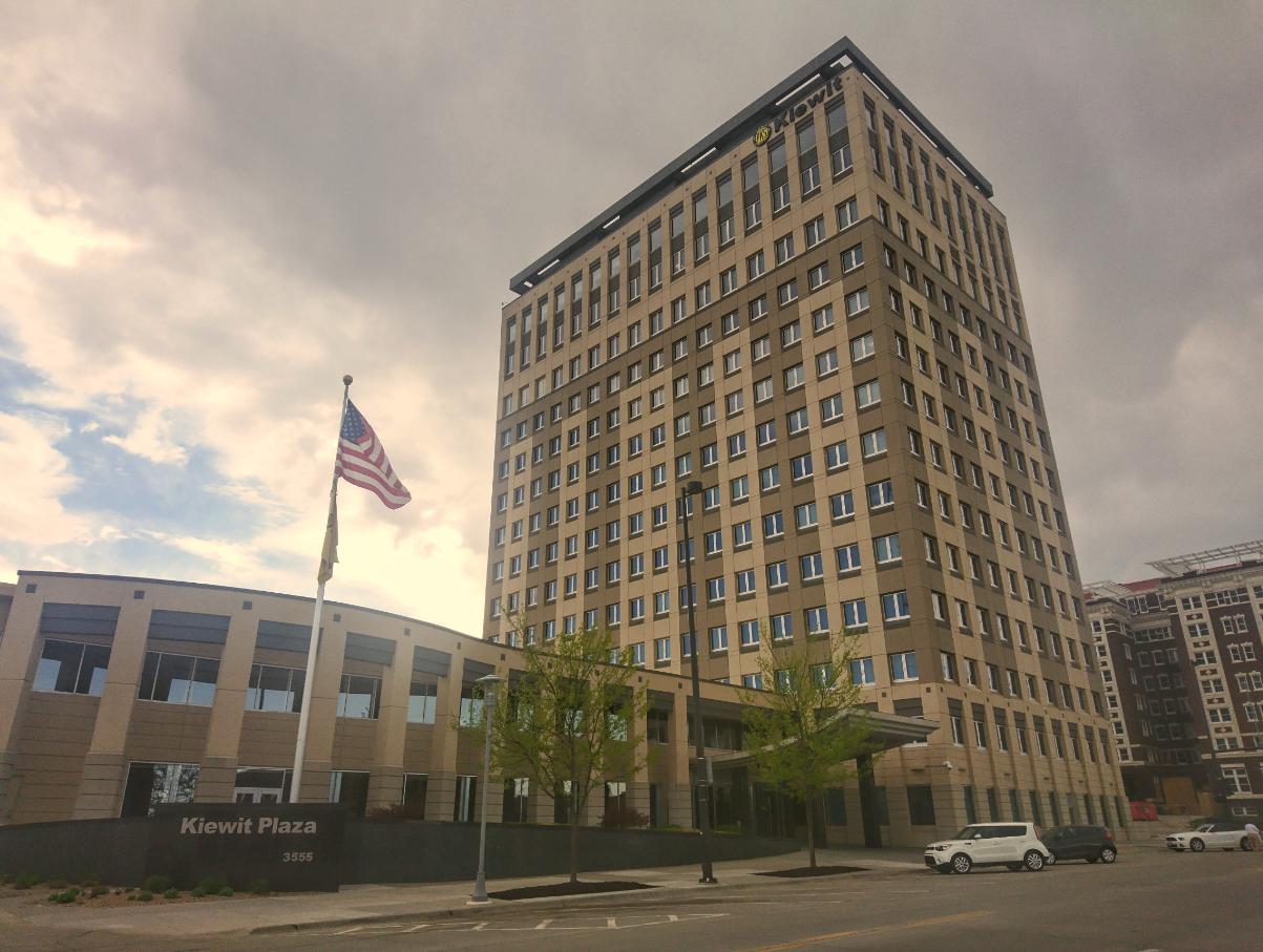 Centrála Berkshire Hathaway sídlí v jednom patře budovy stavební firmy Kiewit. Je tak nenápadná, že jsem ji přešel