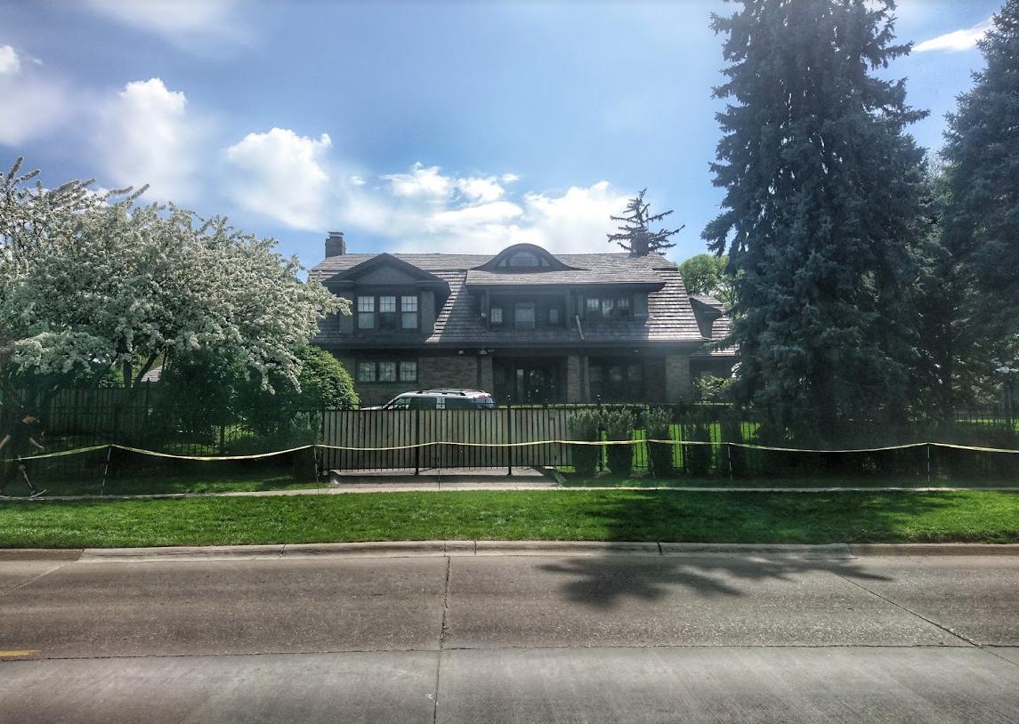 Nenápadné sídlo firmy, nenápadný dům. Warren Buffett ho koupil v roce 1958 a stále v něm bydlí