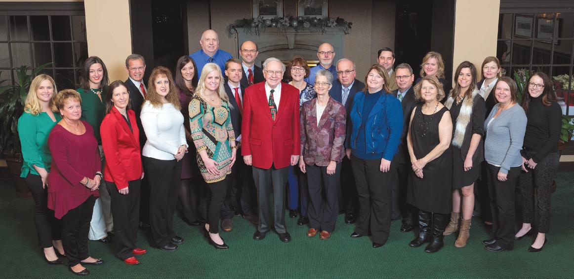 Fotografie 25členného týmu z centrály Berkshire Hathaway před Vánoci 2015