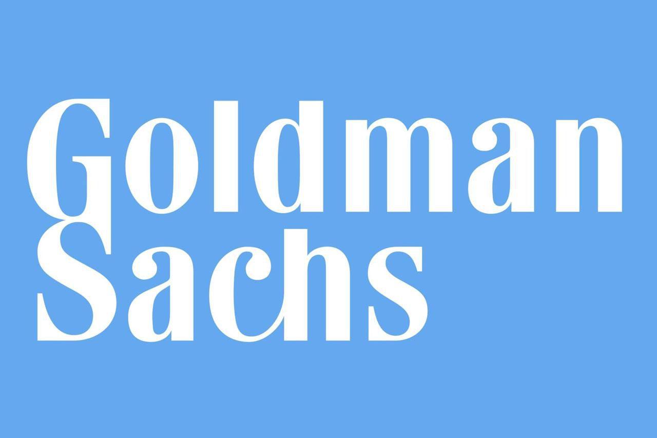 """/></h2> <h2>Výsledky za 1Q</h2> <p>Goldman Sachs dnes spolu s Bank of America a Citigroup navázaly na včerejší reporty JP Morgan a Wells Fargo. Americká investiční banka vykázala z titulu efektů probíhající pandemie a na ní navázaných opatření meziroční pokles ziskovosti o 46 %. Očištěný zisk na akcii banka vygenerovala na úrovni 3,11 dolarů, což je víceméně konzistentní s konsensuálním odhadem analytiků oslovených agenturou FactSet. Celkové výnosy pak činily 8,74 miliard dolarů, když v meziroční komparaci stagnovaly. Analytici v konsensu očekávali pokles výnosů k úrovni cca 8,30 miliard dolarů.</p> <h2>Tvorba rezerv menší oproti jiným bankám</h2> <p>Společnost taktéž navyšovala rezervy na krytí úvěrových ztrát, avšak ve výrazně menším objemu oproti ostatním výše zmiňovaným bankám. Vzhledem k podnikatelskémumodelu Goldman Sachs, jenž je zaměřený relativně více na obchodování s cennými papíry a investiční bankovnictví než na retailové bankovnictví, to není žádným překvapením. I tak však """"Goldmani"""" navýšili rezervy na krytí úvěrových ztrát o 937 milionů dolarů, což je zhruba podobně jako činila tvorba rezerv za celý loňský rok.</p> <p style="""